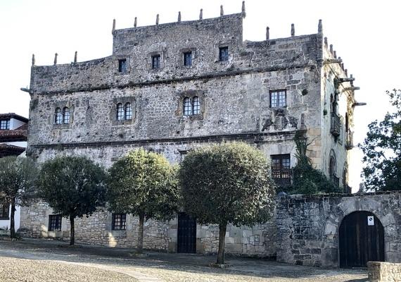 Santillana-del-Mar-Palacio-de-Velarde